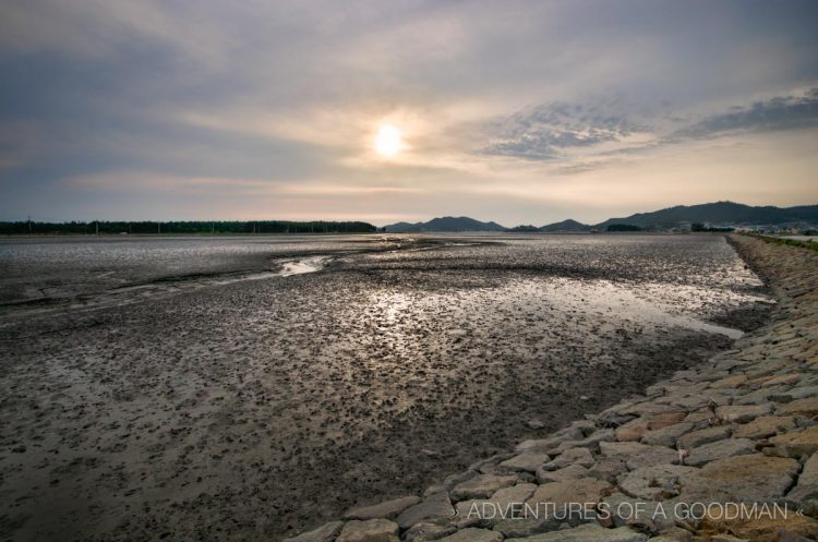 One of Jeung-Do's many mud flats an hour before sunset