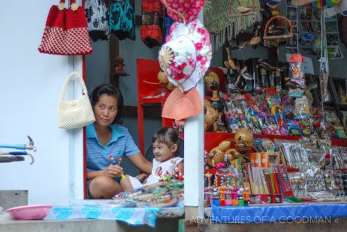 A saleswoman and her daughter at the Damnoen Saduak Floating Market in Thailand