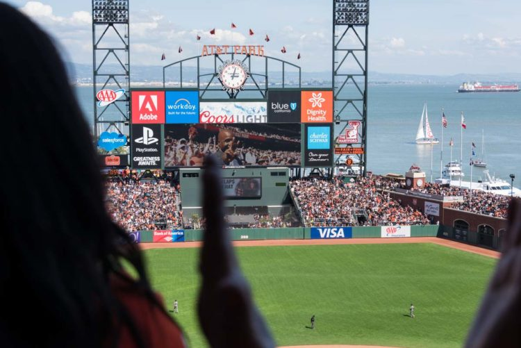 Fans went crazy cheering for Barry Bonds when he was introduced on the scoreboard during the 2017 Home Opener at AT&T Park