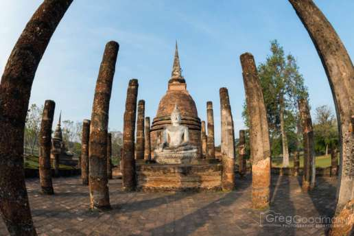 A fisheye photo of the central stupa at Wat Sa Si